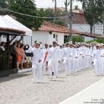 A tropa do Grupamento de Fuzileiros Navais de Natal, desfila em continência ao novo comandante, o Capitão-de-Fragata (FN) Sanches.
