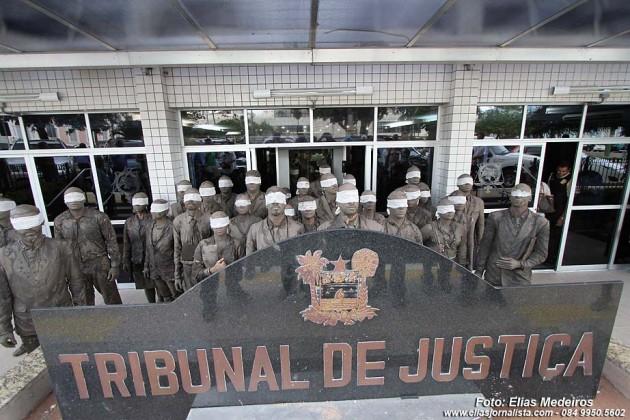 Terceira intervenção - Prédio do Tribunal de Justiça.