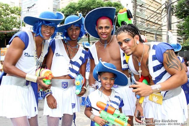 """Irreverência e diversão da Avenida baseado nos """"Três Mosqueteiros"""", no Carnaval de Salvador."""