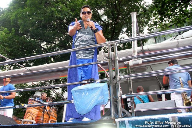 Harmonia do Samba, com  Xandy, puxa o Bloco das Muquiranas, Carnaval de salvador 2014,