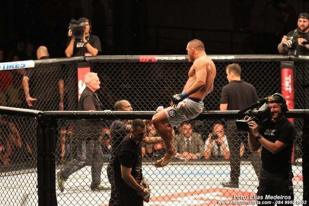 Dam Henderson, comemora vitória na revanche contra Shogun.