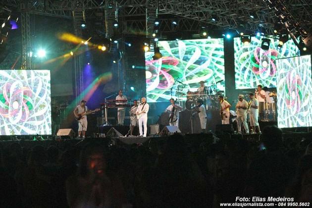 O cantor Bell Marques, abriu o Natal Music, na praça de eventos da Arena das Dunas.