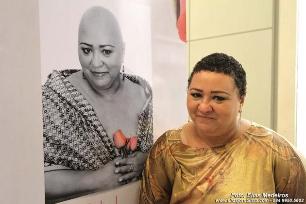 A advogada Kátia Nunes, que participa da exposição, está em tratamento para cura do câncer de mama.