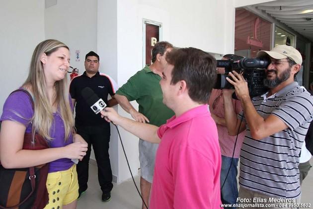 A estudante Roberta Chiattone, 17 anos, foi a primeira a receber os ingressos, virou celebridade na Imprensa local.