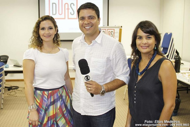 As professoras Elisa Elsie  e Mariana do Vale com o repórter , Antonio Coelho (INTERV CABUGI)
