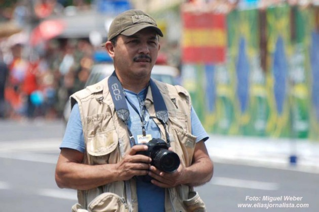 """O Fotógrafo Canindé Soares,  precisa de parcerias para lançar """"Natal em Fotos"""" o livro da copa."""