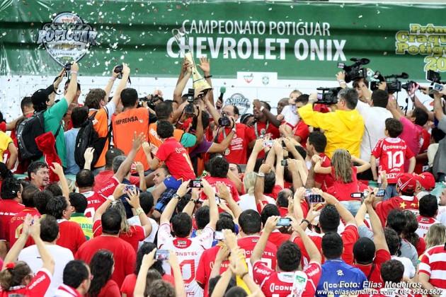 O responsável por erguer taça, Edson Rocha quer mais títulos pelo Mecão.