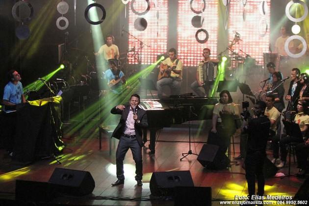 Super produção para o lançamento do primeiro CD do cantor Mikéias Cruz no TAM.