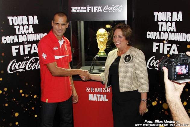 A governadora com Rosalba Ciarlini com ex-jogador Rivaldo, a estrela da festa.