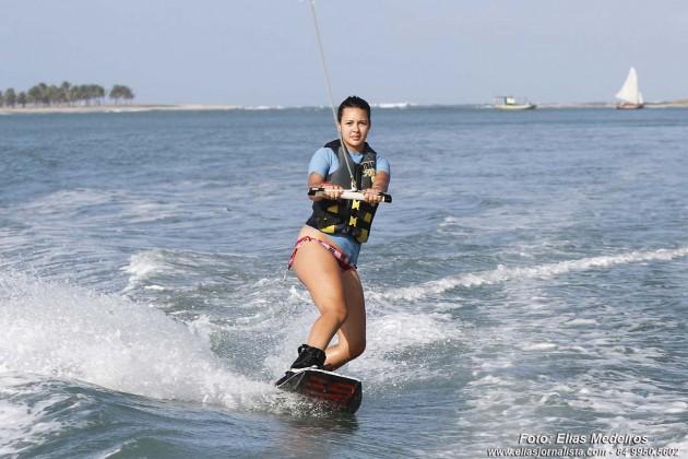 Adolescente de 15 anos Sol Sarthou, é uma das   praticantes do  Wekeboard.