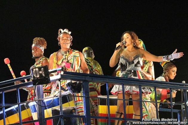 Daniela Mercury comemora 20 anos do bloco Crocodilo no circuito Barra/Ondina.