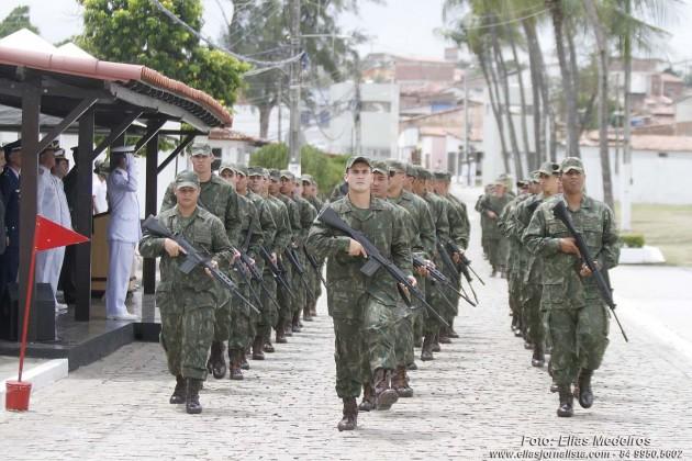 Os Fuzileiros Navais que atuaram na força de pacificação na Maré no Rio de Janeiro desfilaram em continênic ao novo omandante. eiros Navais de Natal tem novo Comandante