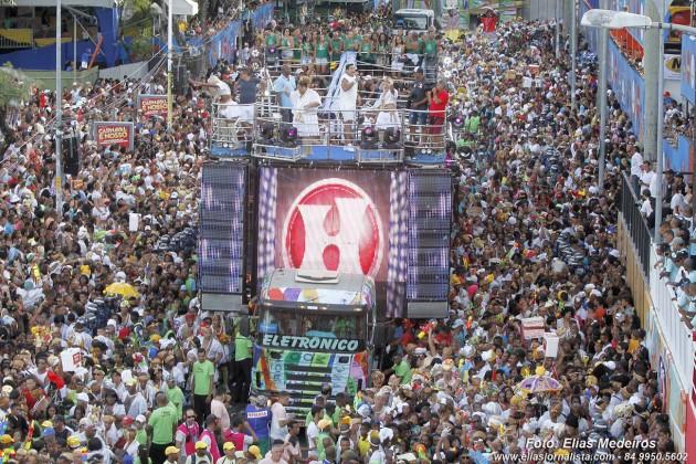 "O Bloco As Muquiranas comemora ""Bodas de Ouro"" no Carnaval de Salvador."