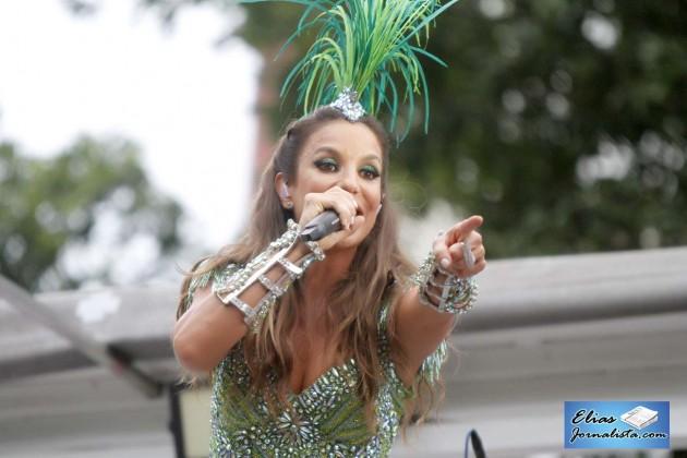 Ivete Sangalo extravasa domingo de Carnaval em Salvador.