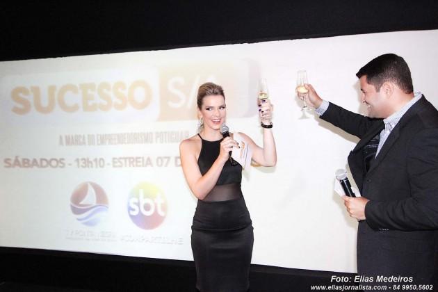 Renata Passos e Anderson de Almeida bridam o lançamento do programa Sucesso S/A.