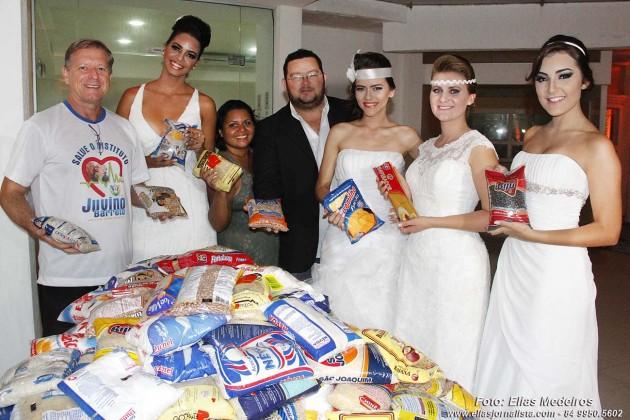 Idealizado pelo casal Anne Vieira e Francisco Pereira A segunda edição da Mostra Noivas & Eventos aconteceu na noite desta quinta-feira (12), no Imirá Plaza Hotel, na Via Costeira em Natal e arrecadou cerca de 400 kits de alimentos.