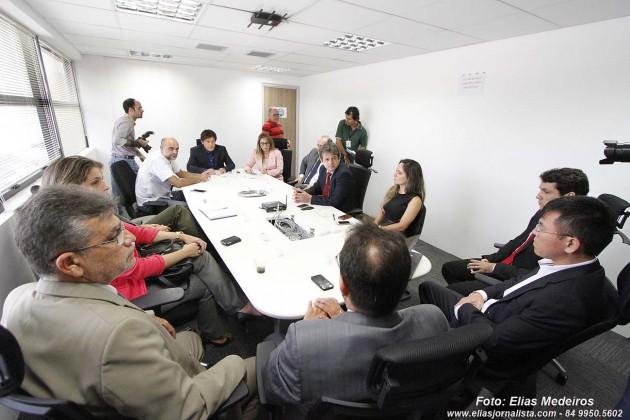 O Gabinete de Crise se reuniu como o governador antes da coletiva de imprensa