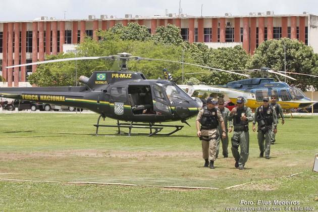 Após desembarcar em Natal comando da Força Nacional de Segurança acompanha coletiva do governador