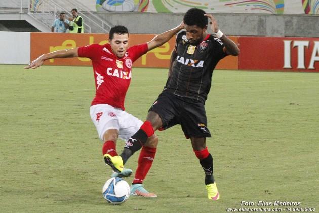 Copa do Nordeste: após eliminação no campeonato baiano, Vitória (BA) vence América-RN por 1 a 0 na Arena das Dunas, em Natal.