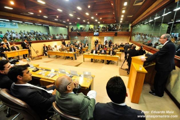 o presidente da Câmara dos Deputados, Eduardo Cunha (PMDB-RJ), garantiu celeridade na aprovação das propostas.