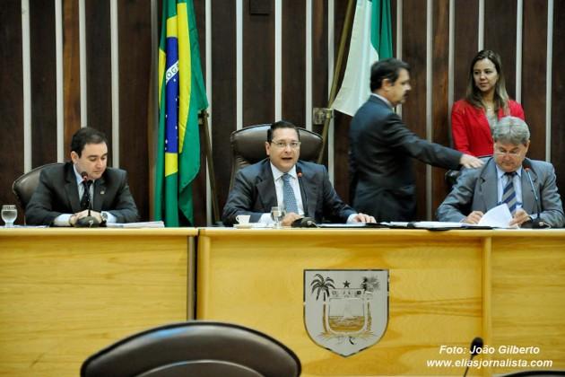 Deputados comentam nomeação de Henrique Alves para Ministério do Turismo.