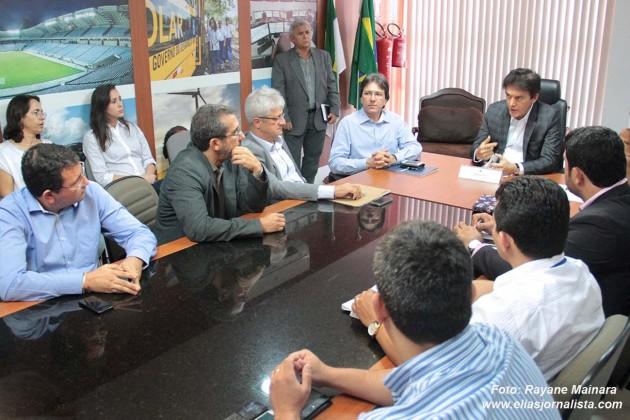 Governador se reúne com Caern e empresas das obras de Saneamento de Natal.