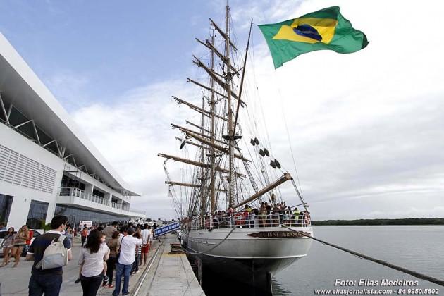 """Navio-Veleiro """"Cisne Branco"""" atraca no porto de Natal e será aberto à visitação pública."""