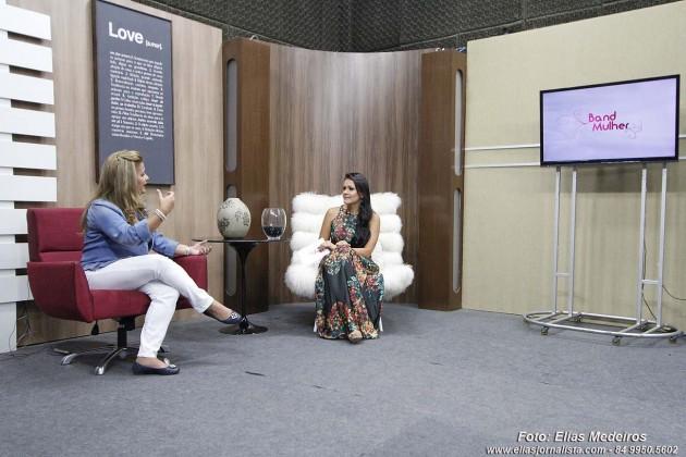 Novo Band Mulher estreia com entrevista de Micarla de Sousa.