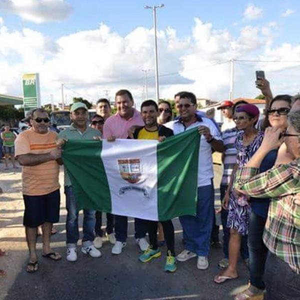 Familiares recebe o repórter fotográfico, Ney Douglas, em Campo Grande RN.