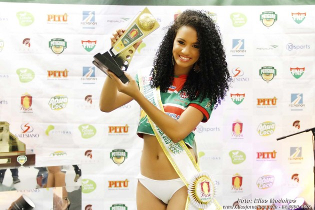 Larissa Moura representante do Santa Cruz-RN foi  eleita Musa do Futebol Potiguar 2015