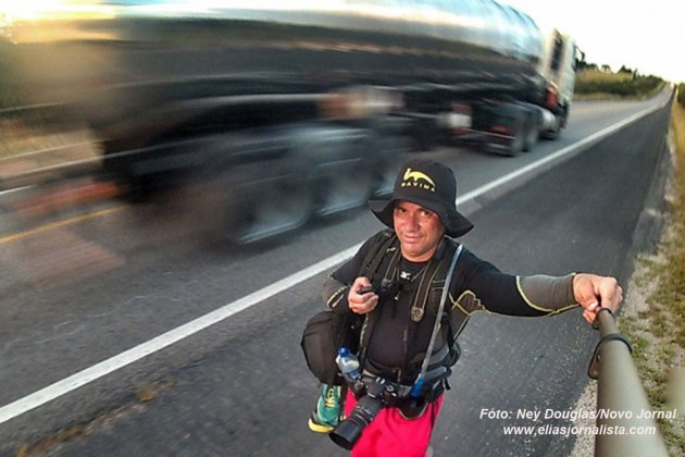 O repórter fotográfico do Novo Jornal, Ney Douglas Marques, concluiu neste domingo (24), a jornada solitária em busca de reflexão e paz interior, a pé pela BR 304