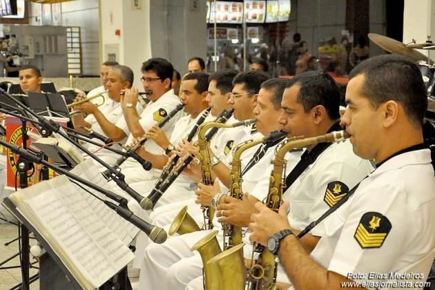 Marinha do Brasil comemora Data Magna com exposição em shopping.
