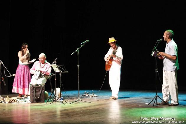 Grupo Auta de Luz fez participação com declamações de poemas.