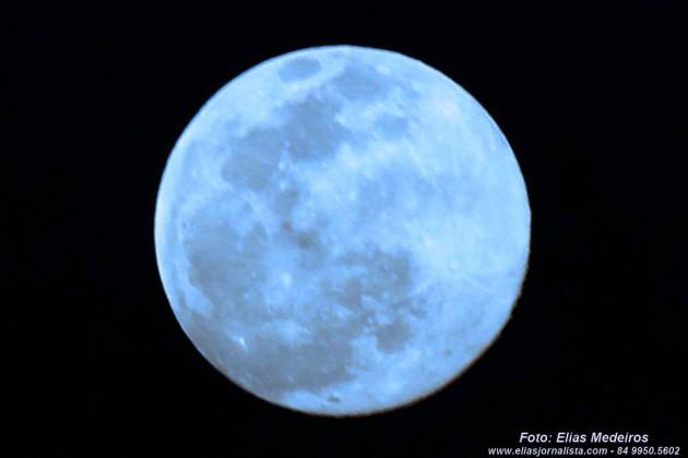 """Fenômeno """"lua azul"""" visto de Natal RN ."""