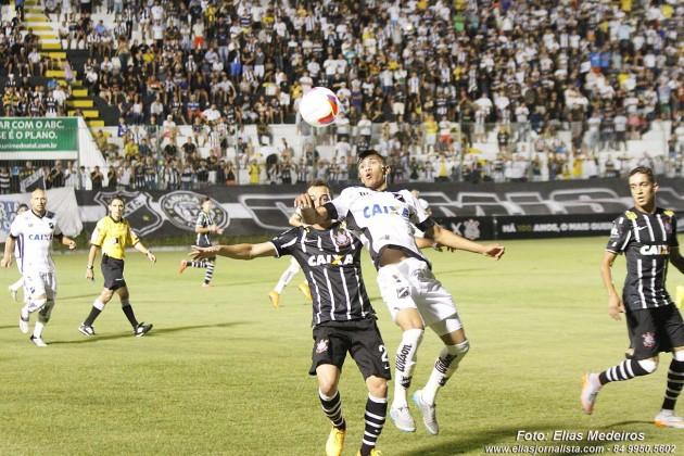 Corinthians vence ABC em jogo do centenário