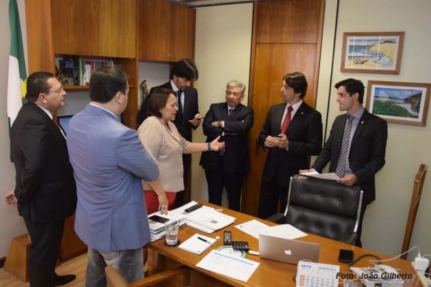 Presidente da Assembleia debate projetos do RN em reunião com a bancada federal .
