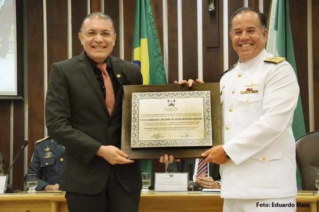 Assembleia concede título de cidadão norte-riograndense ao comandante do 3º Distrito Naval.