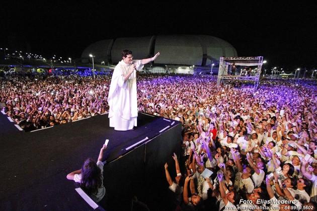 """A 1ª edição do """"Evangelizar é Preciso Natal"""" atraiu milhares de católicos"""