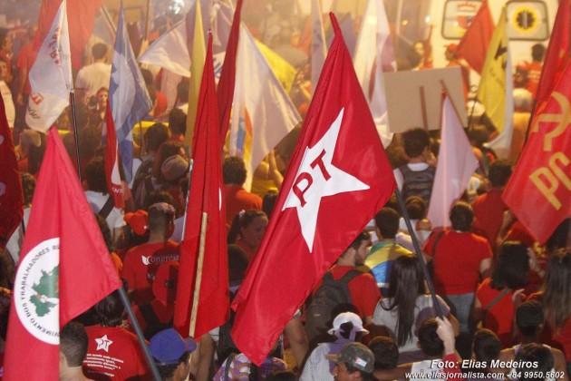 Protesto pró-Dilma reúne cerca de mil pessoas em Natal