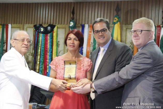A professora teatral Fátima Ribeiro foi uma das homenageadas com a