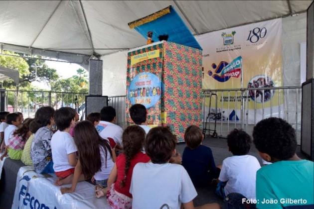 A 2ª edição do projeto 'Domingo Melhor', da Assembleia Legislativa, levou a criançada para a Praça 7 de Setembro, em frente a sede do Legislativo, na manhã e tarde de hoje