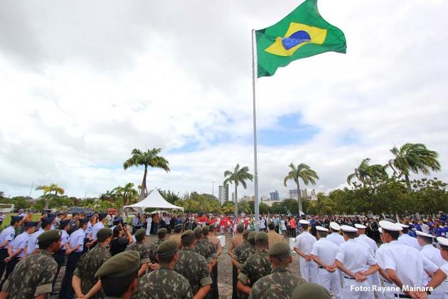 Bandeira do Brasil é hasteada no Centro Administrativo em comemoração à Semana da Pátria. (Foto: Rayane Mainara).