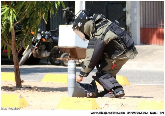 Explosão de suposta bomba assusta moradores do bairro de Petrópolis .