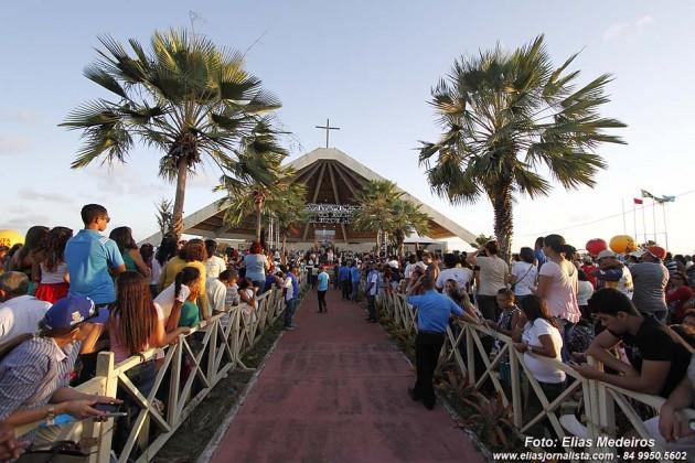 O Governo do Estado apoia a realização da festa religiosa em homenagem aos mártires - que também são os padroeiros do Rio Grande do Norte - com a infraestrutura de tendas, geradores de energia e som..