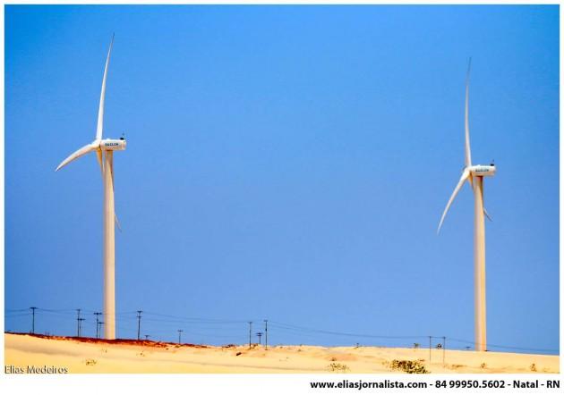 Os bons ventos Canoa Quebrada é umas das principais fontes de energia eólica do país;