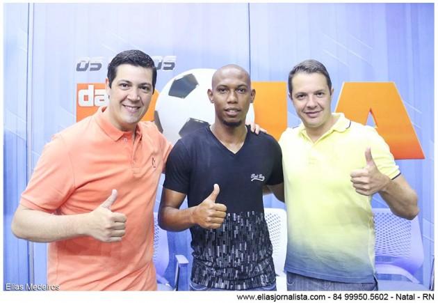 O zagueiro do América Flávio Boa Ventura foi a atração do programa Os Donos da Bola RN.