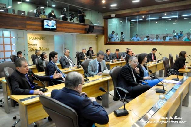 Parlamentar do Ano de 2015 será escolhido no início de dezembro.