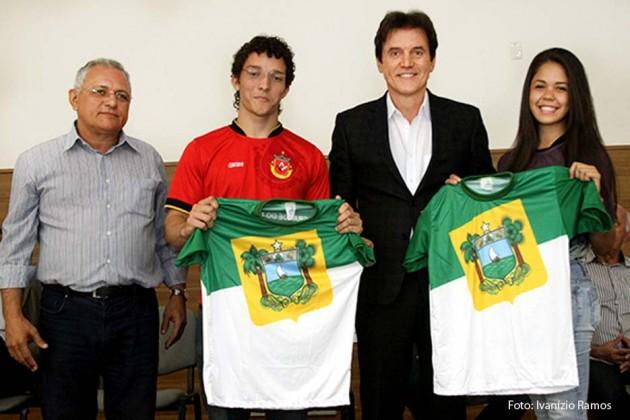 Delegação potiguar dos Jogos da Juventude é apresentada ao governador.