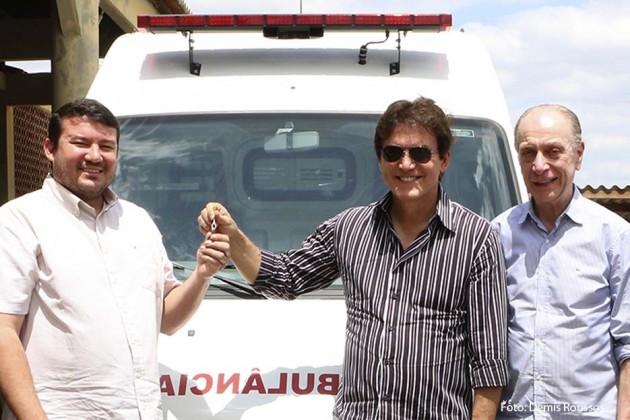 Governador entrega ambulância ao Hospital Regional do Seridó e anuncia diálogo para federalização da unidade