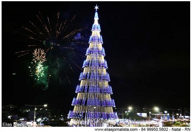 Árvore de Natal é acesa na capital potiguar.